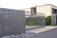 Alu-Schiebetor_freitragend_Sondermodell